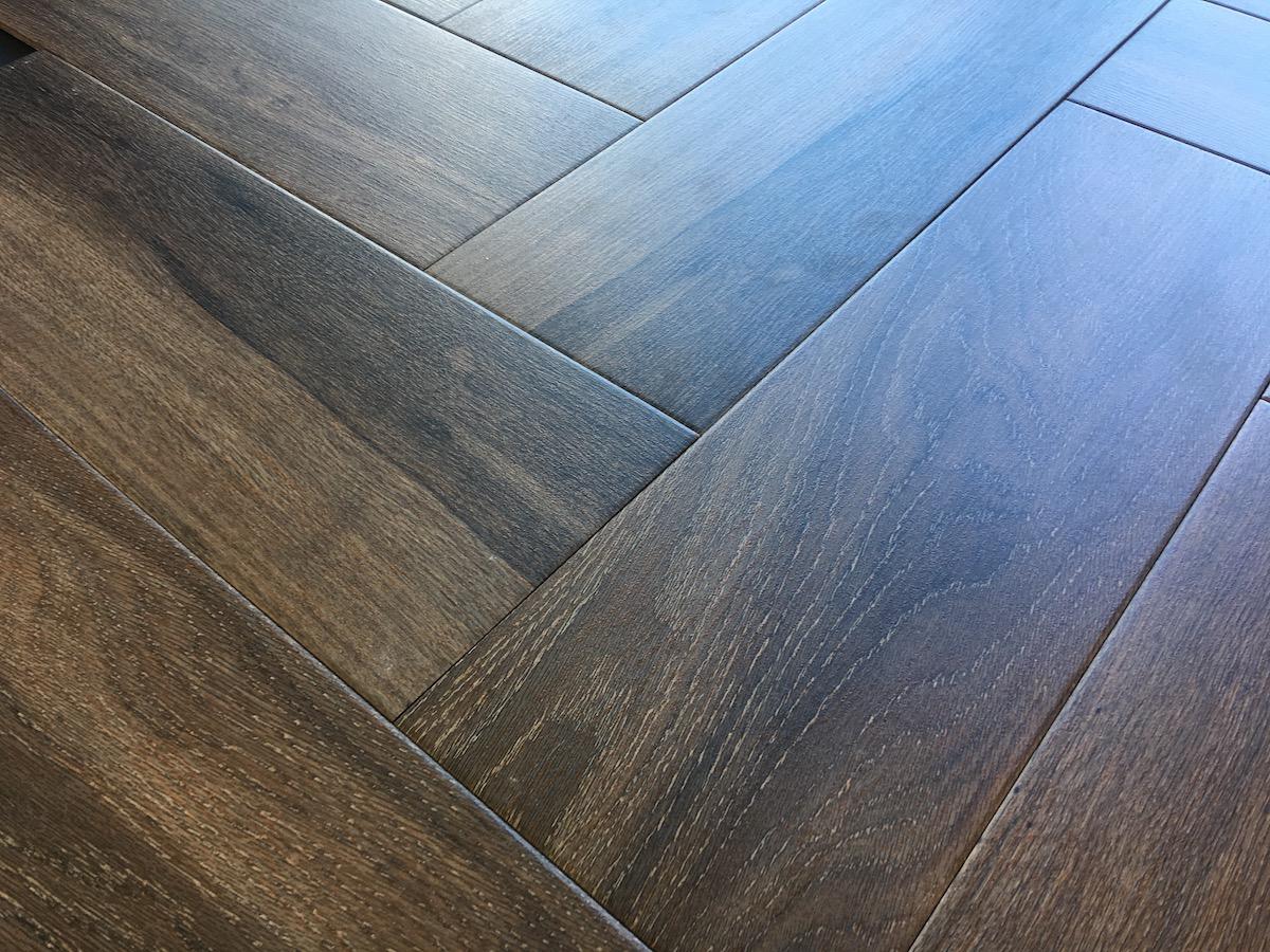 Floor Tiles that look like wood , Porcelain and Ceramic